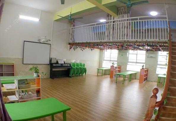 这里,童真装饰小编就说一说幼儿园做阁楼的几个要点,供各位园长参考